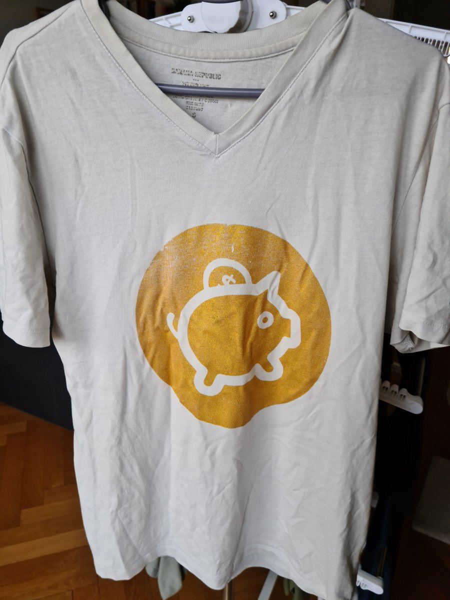 tee shirt blanc avec logo Kresus doré